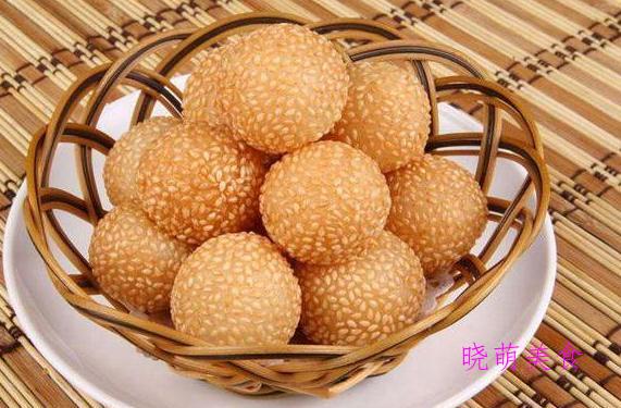 空心麻球、黄米面年糕、炸香蕉、韩式炒年糕、芒果奶酪布丁的做法