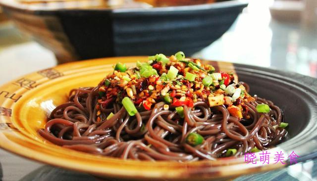 香菜拌腐竹、香辣杏鲍菇、香辣蕨根粉、凉拌猪肝的做法
