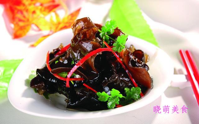 辣拌木耳、香辣海带丝、凉拌粉丝、香菜豆腐丝的做法