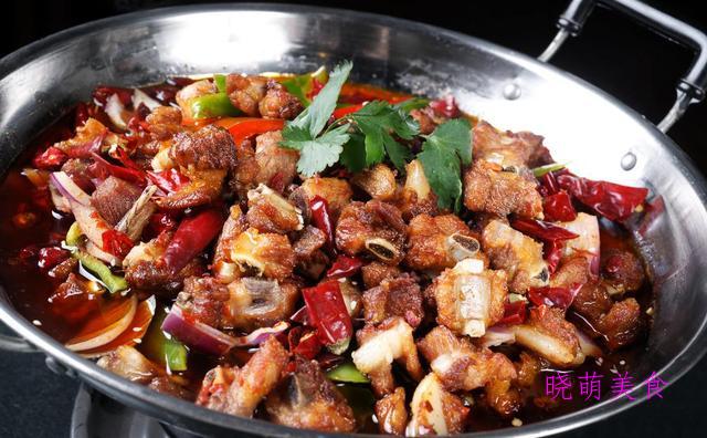 香辣鸡块、香酥排骨、麻辣鱿鱼锅的家常做法