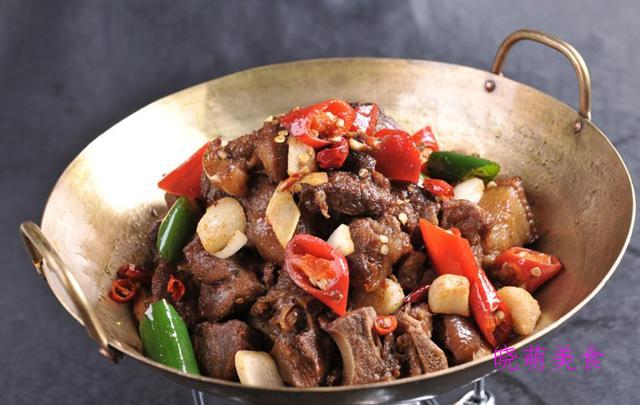 干煸羊排、泡椒鸭胗、椒盐牛蛙、香辣猪耳的家常做法