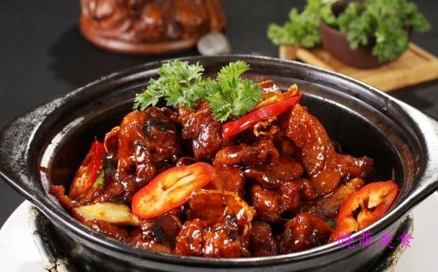 三杯鸡煲、菠萝咕噜肉、香辣皮皮虾、香辣牛肉煲的美味做法