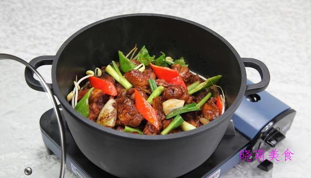 酱油焖鸡、香辣芋儿鸡、香鸡煲的家常做法