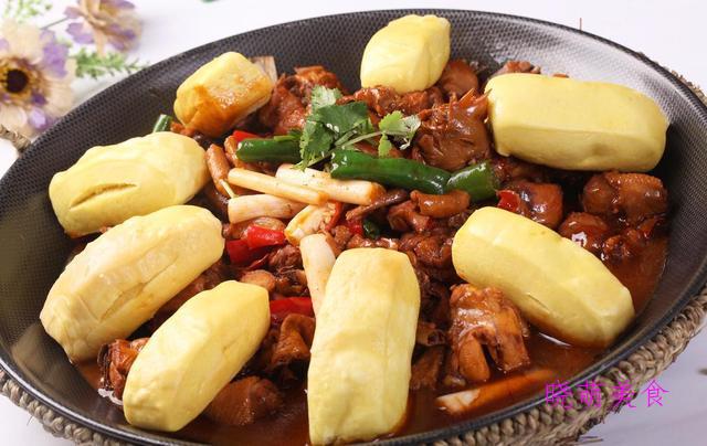 肉末炒豆角、香辣跳跳蛙、香酥炸排骨、家常地锅鸡的做法