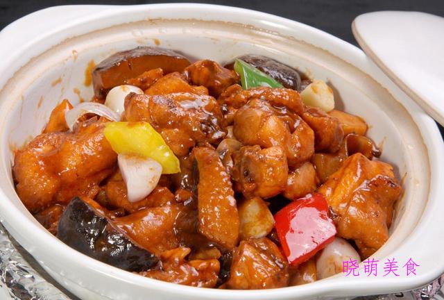 五花肉煲腐竹、土豆煲鸡、香辣鸭煲的美味做法