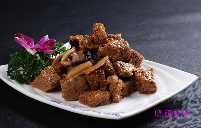 荞麦冷面、香辣茄条、香辣麻酱烤麸、香辣皮蛋的家常做法
