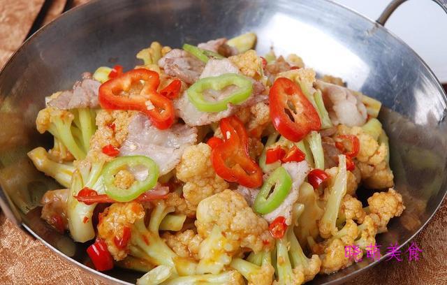 香辣小煎鸡、干煸花菜、酱烧啤酒鱼、酱烧鸭架的家常做法