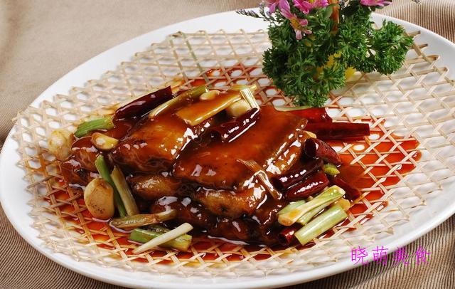 麻辣带鱼、香煎黄花鱼、双椒炒肥肠、啤酒香辣鸡的家常做法
