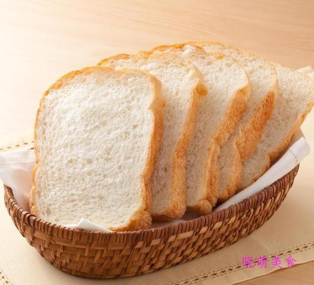 金砖面包、鲜奶吐司、红枣蛋挞、洋葱芝士面包的家常做法
