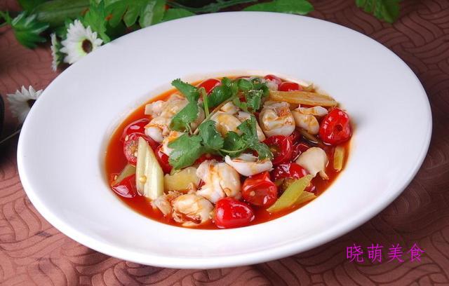 私房排骨、秘制回锅肉、酸菜鸡、泡椒鱼肚的家常做法