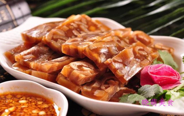 肉皮冻、辣拌藕片、香辣牛百叶、柠檬手撕鸡的家常做法