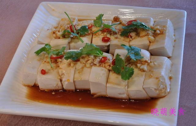 五香拌豆皮、香辣拌豆腐、麻汁黄瓜、水煮花生、皮蛋豆腐的做法