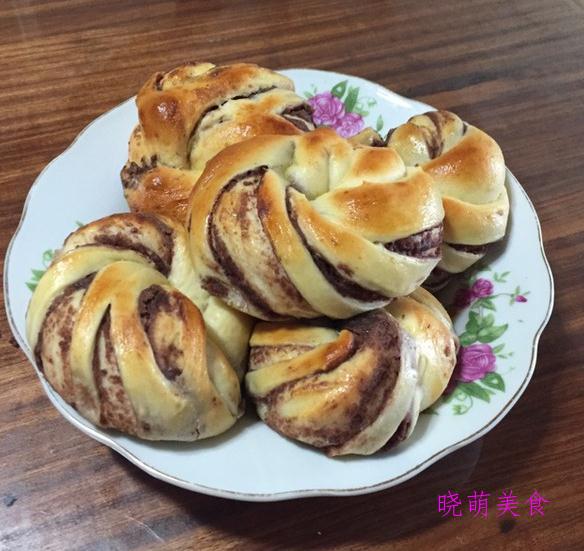 红豆沙面包卷、奶酪面包、蜂蜜小面包、香葱芝士面包的家常做法