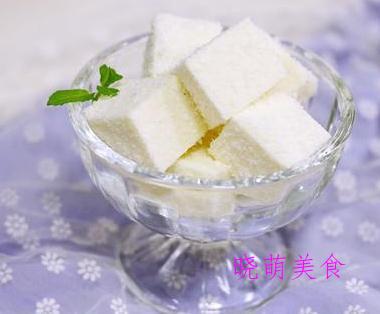 花生一口酥、雪花糕、葡萄干蛋糕卷、香蕉蛋糕的家常做法