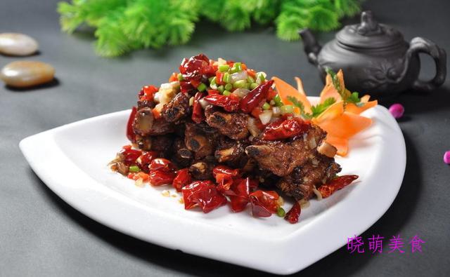 烧烤小排、香辣牛肉片、红烧鸡杂、五香酥肉、孜然排骨的家常做法