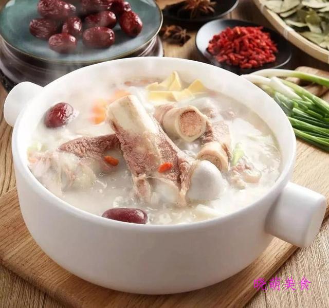 白萝卜羊排汤、竹荪玉米排骨汤、参枣鸡汤、莲藕猪蹄汤的家常做法