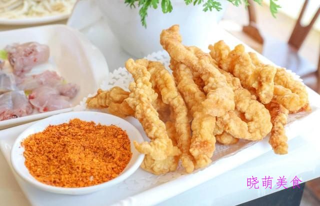 香辣干煸鸭、洋葱炒肉丝、炸鸡丁、椒盐肉段的家常做法