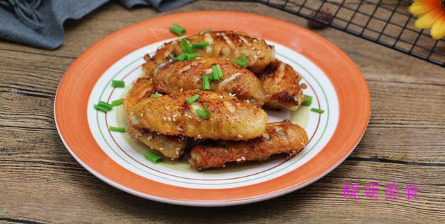 酱香牛肉、卤鹌鹑蛋、油炸花生米、红酒鸡翅、啤酒卤鸡胗的做法