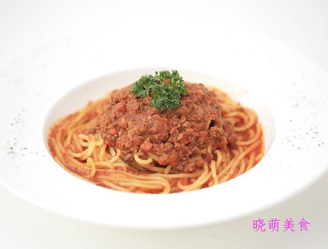 猪肉芹菜饺子、白萝卜猪肉包、肉酱面的家常做法