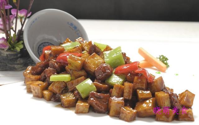 黑椒鸭丁、小炒鸡杂、芹菜炒牛肉、芹菜炒牛肉的家常做法