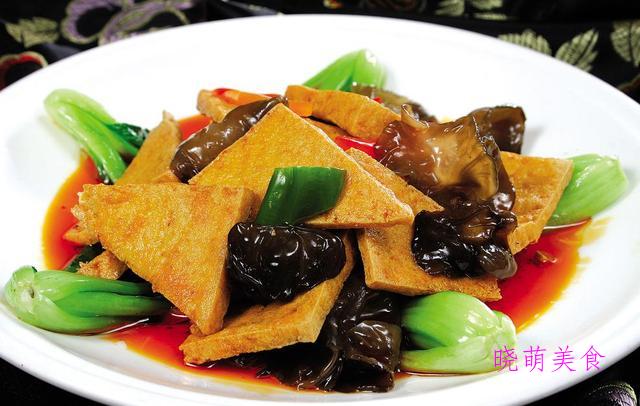 蒜香豆腐、香辣皮皮虾、五花肉烧平菇、啤酒焖鱼、凉拌鸡腿的做法