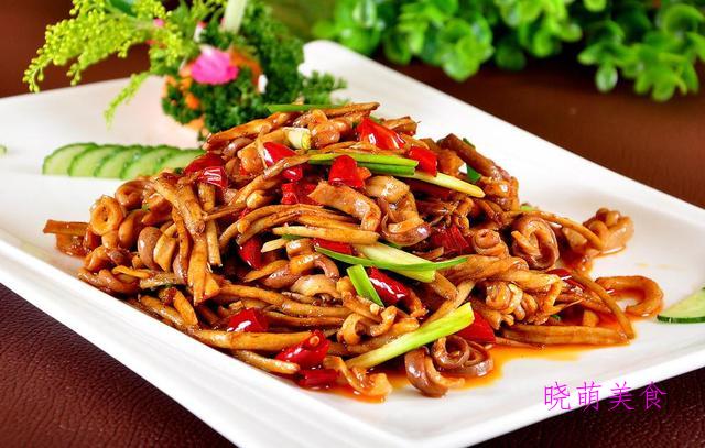 腊肠炒豆干、泡椒猪肝、黑胡椒猪柳、尖椒小炒、葱烧肚条的做法