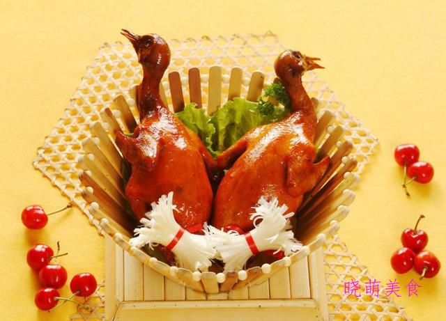 酱大骨、卤羊腿、叉烧排骨、炸乳鸽、滑蛋虾仁的家常做法