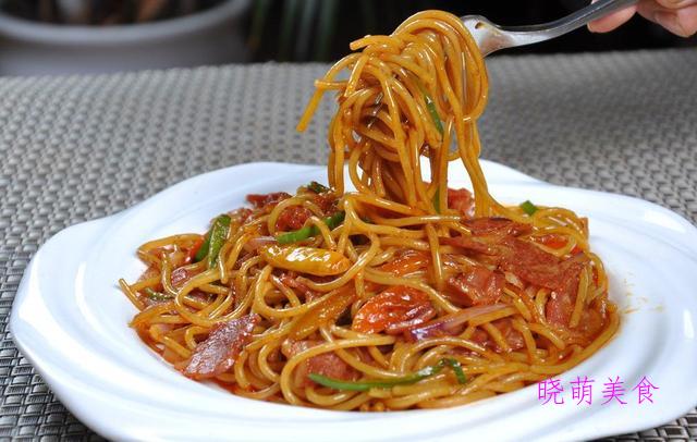西红柿鸡蛋拌面、意大利拌面、香菇炸酱面、猪脚面线的家常做法
