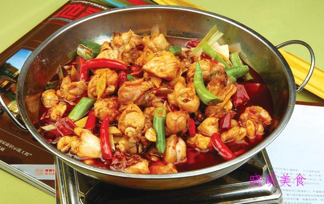 锅仔牛肚、白水煮羊肉、花雕熏鱼、干锅洋葱鸡的家常做法