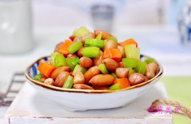 凉拌花生、凉拌杏鲍菇、秘制鸡爪、拍黄瓜、凉拌花甲的家常做法
