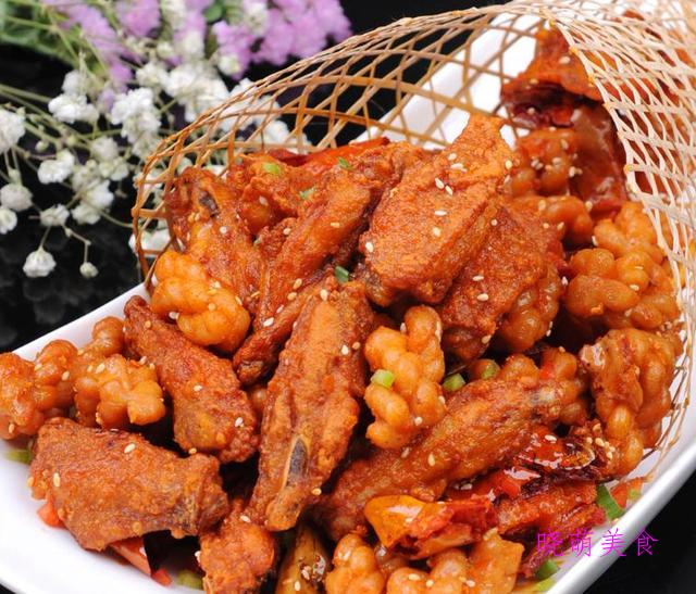 什锦虾仁、香炒小河虾、豆角炒肉、蒜子肥肠、香酥鸡翅的家常做法