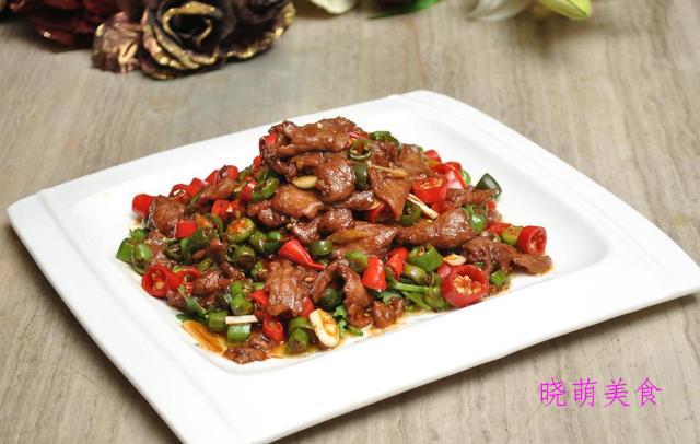 青椒肉丁、香辣牛肚、蒜香海虾、爆炒海参、爆炒鸡丁的家常做法