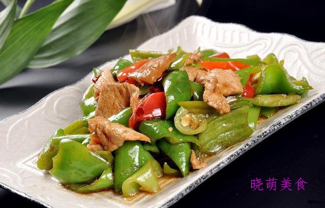 焖鸡翅、柴火鸡、辣炒五花肉、黄焖牛肉的家常做法