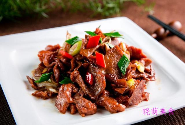 蒜香炸排骨、烧扁鱼、葱椒羊肉、酱骨架、爆炒牛肉的家常做法