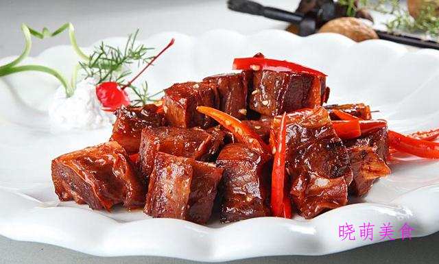 小炒豆干、酸甜樱桃肉、卤牛腩、胡椒烧排骨、白切羊肉的家常做法