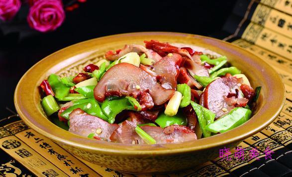 自贡冷吃兔、酱烧鲈鱼、小炒猪头肉、蜜瓜鸡块的家常做法