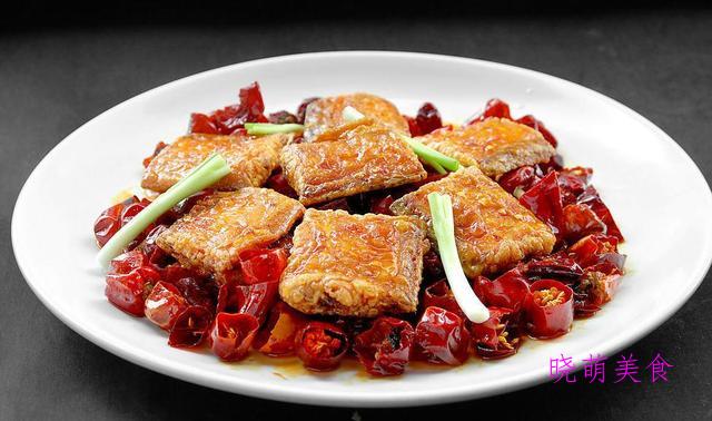 辣煸带鱼、蚝油鸡胗、爆炒毛肚、葱爆肥牛、青蒜豆腐的家常做法