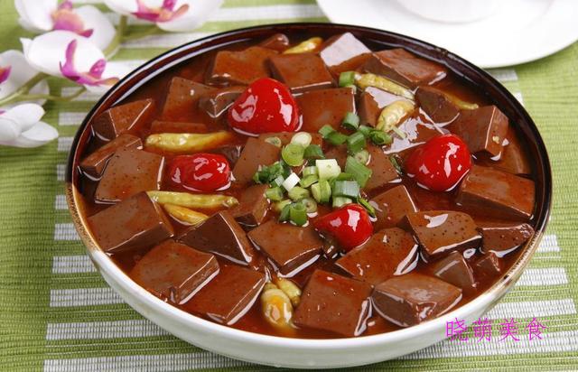 辣炒肉丝、泡椒鸭血、蒜炒牛肉、爆炒牛腩、酱烧豆腐的家常做法