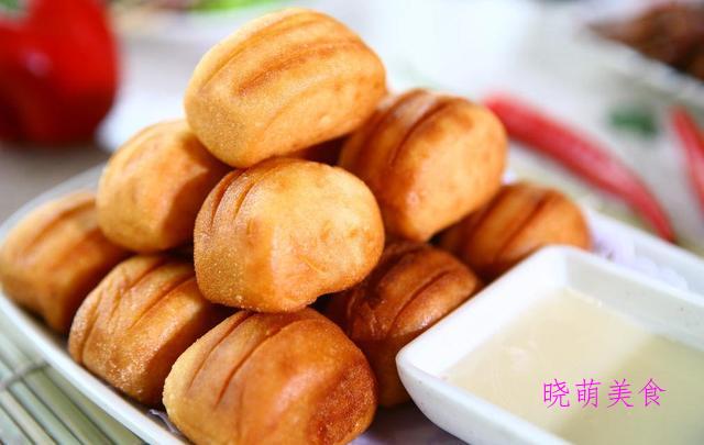 椒盐麻花、红糖小面包、黄金小馒头、果酱蛋糕卷的家常做法
