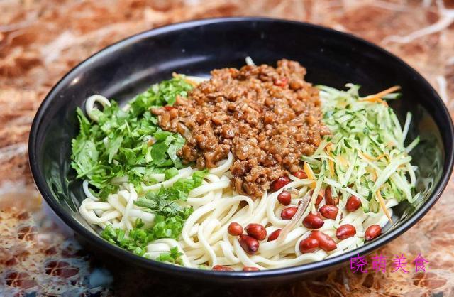私房炸酱面、开胃凉面、酸菜肉丝面、青椒鸡蛋拌面的家常做法