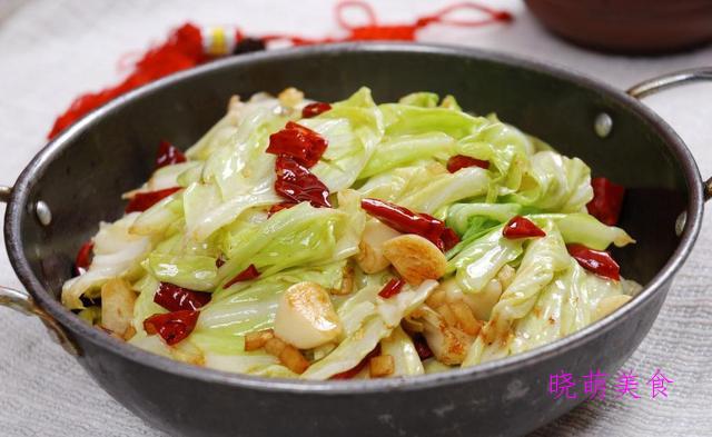 葱烧鲫鱼、泡菜炖牛腩、包菜炒肉、栗子烧肉的家常做法