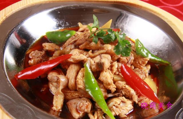 麻辣地锅鸡、红焖猪蹄、南瓜蒸排骨、蛋黄丸子的家常做法