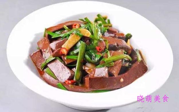 辣炒里脊肉、烧肥肠、韭菜炒猪血、盐水鸭胗、棒棒鸡丝的家常做法