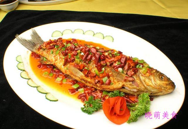 辣烤带鱼、干烧青椒鸡、煎烧鱼、排骨炒年糕的家常做法
