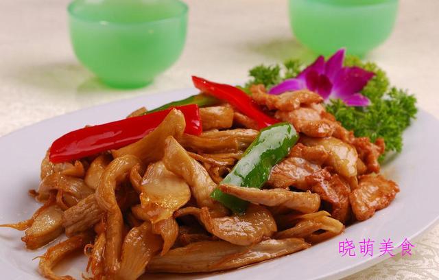 酱排骨、杏鲍菇炒肉、辣炒猪蹄、酸菜炖白肉的家常做法