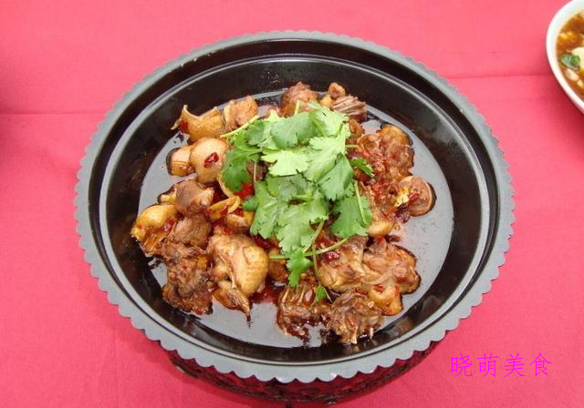 香辣鸡块、沸腾麻辣鱼、香辣鸭腿的家常做法