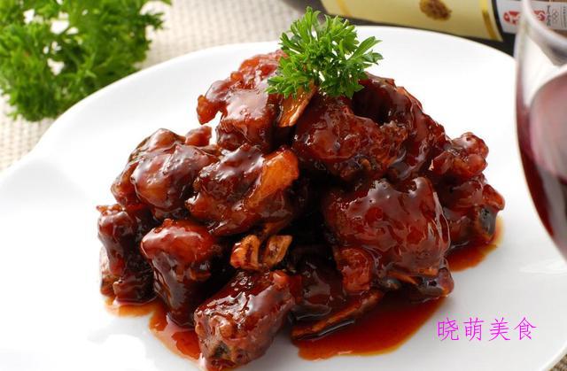 无水羊肉、麻辣粉蒸肉、冰糖烧排骨、酱烧猪蹄、干煎小鲳鱼的做法