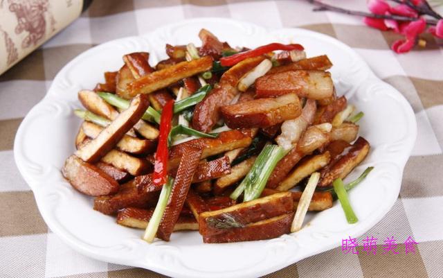 干菜烧排骨、腊味小炒、辣炒香干、姜爆鸭的家常做法