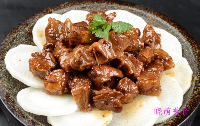 酸辣肥牛、红枣炖羊肉、酱牛肉块、煎酿辣椒的家常做法