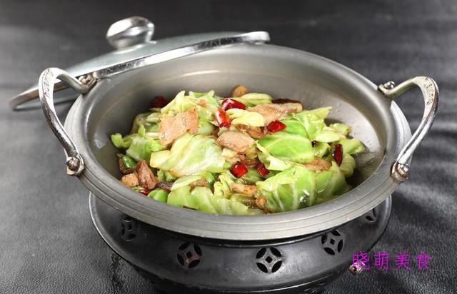 香辣包菜、川味鸡块、泡椒炒香干、小炒猪舌、肝腰合炒的做法